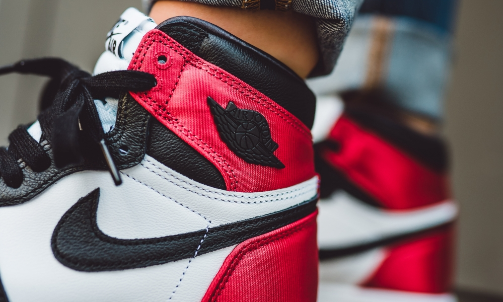 WOMENS AIR JORDAN 1 RETRO HIGH OG BLACK TOE