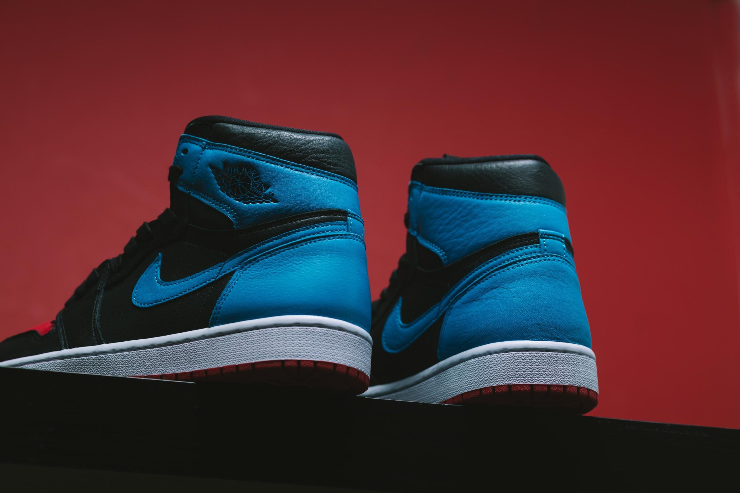 WMNS AIR JORDAN 1 POWDER BLUE/GYM RED