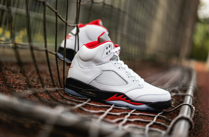 "3月28日 発売予定 AIR JORDAN 5 RETRO ""FIRE RED"" (DA1911-102)"