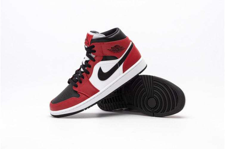 AIR JORDAN 1 MID CHICAGO BLACK TOE 554724-069