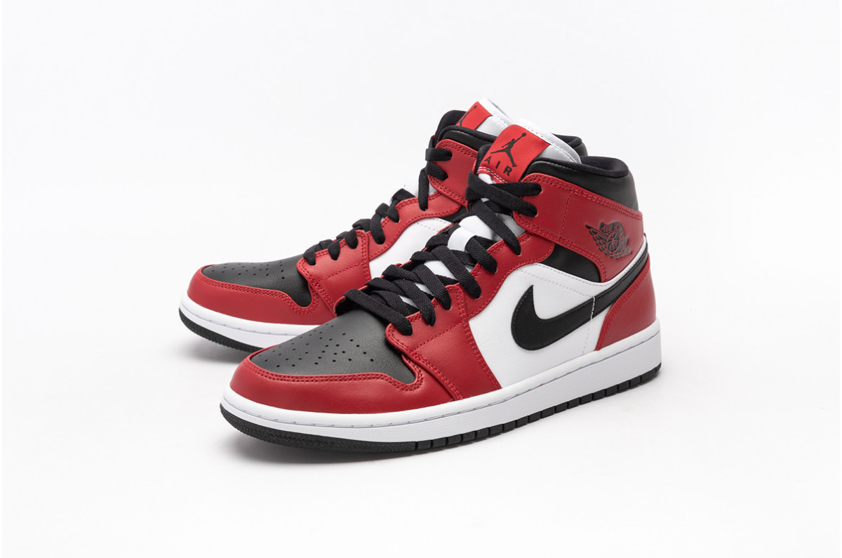 "6月3日 発売予定 AIR JORDAN 1 MID ""CHICAGO BLACK TOE"" (554724-069)"