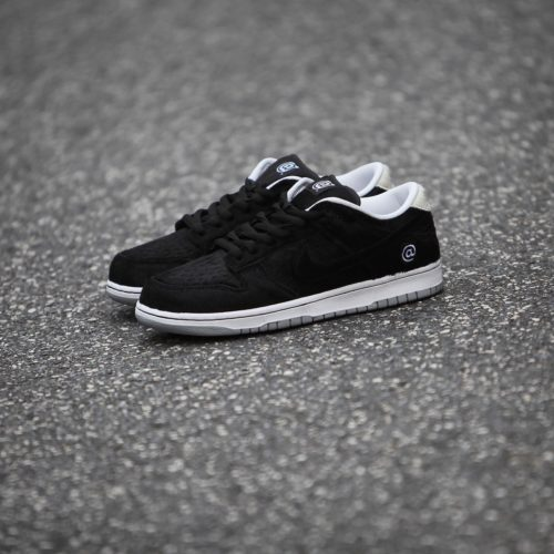 8月22日 発売予定 MEDICOM TOY X NIKE SB DUNK LOW OG QS BE@RBRICK (CZ5127-001)
