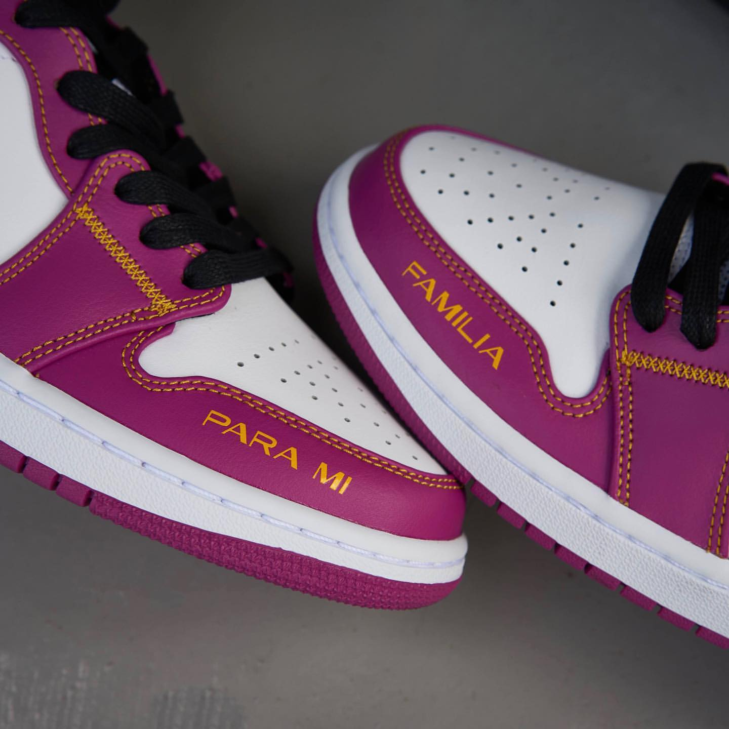 AIR JORDAN 1 MID Day of the Dead (DC0350-100)